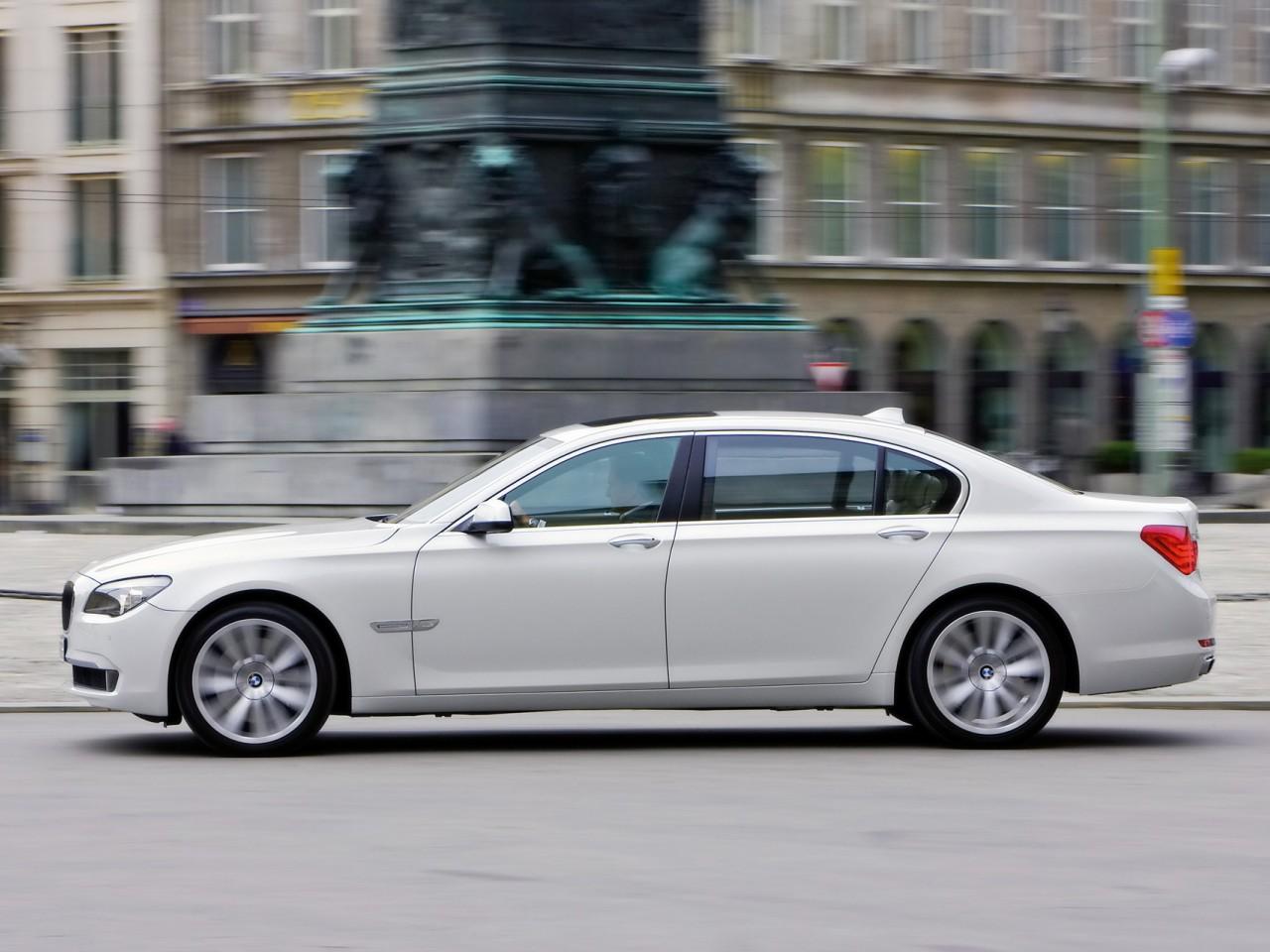 2009 BMW 760Li | Motor Desktop