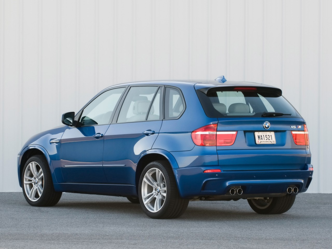 2009 BMW X5 M | Motor Desktop