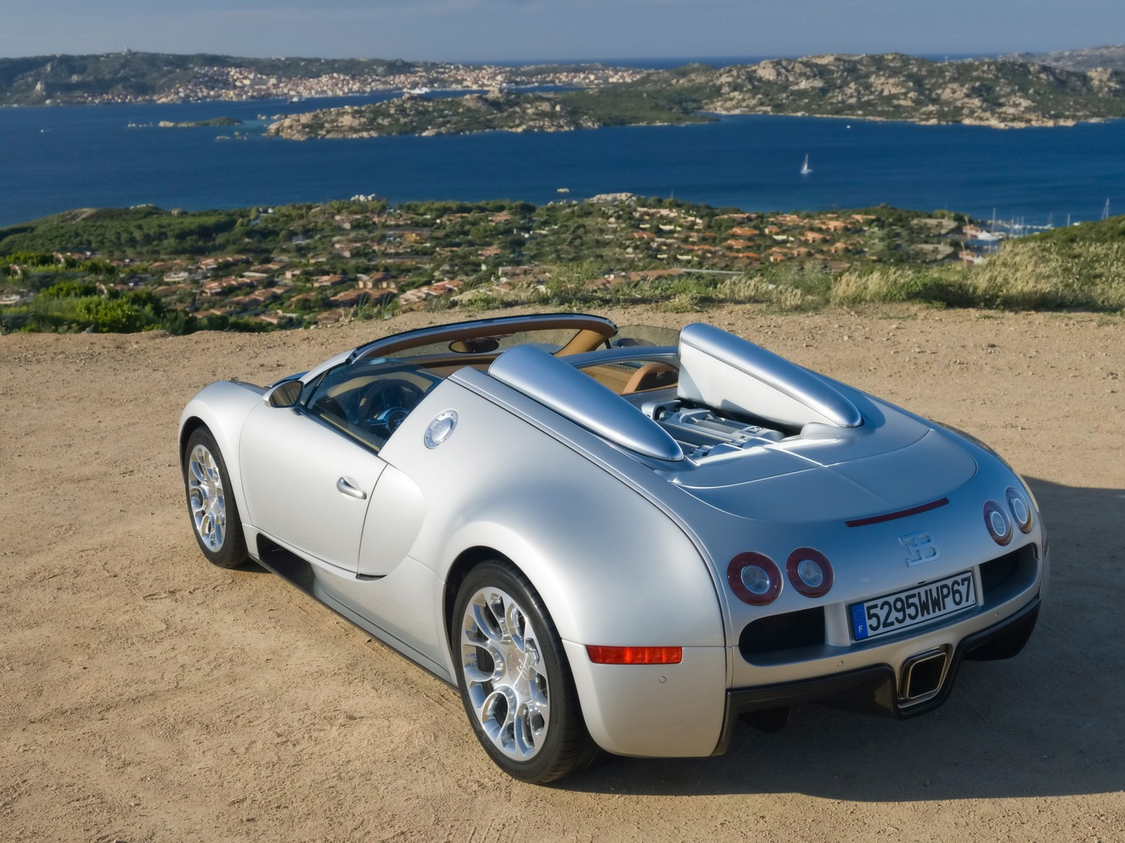 2010 bugatti veyron grand sport motor desktop. Black Bedroom Furniture Sets. Home Design Ideas