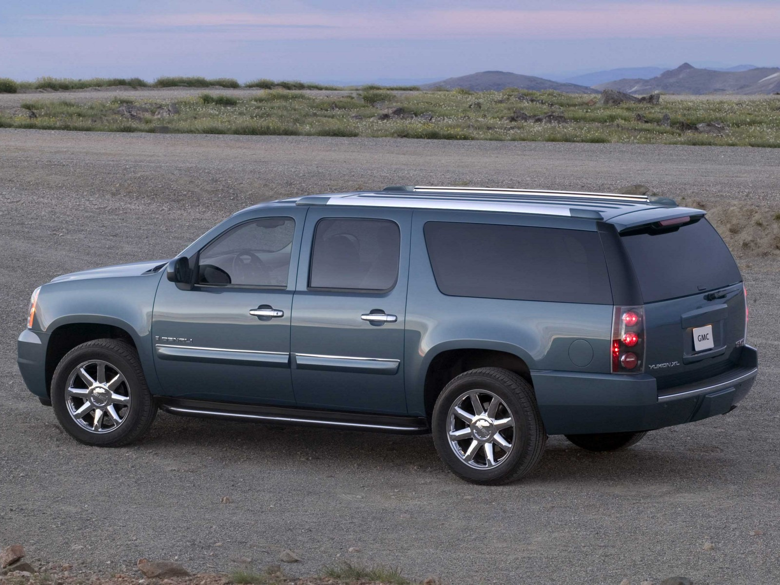 2009 gmc yukon xl denali motor desktop. Black Bedroom Furniture Sets. Home Design Ideas