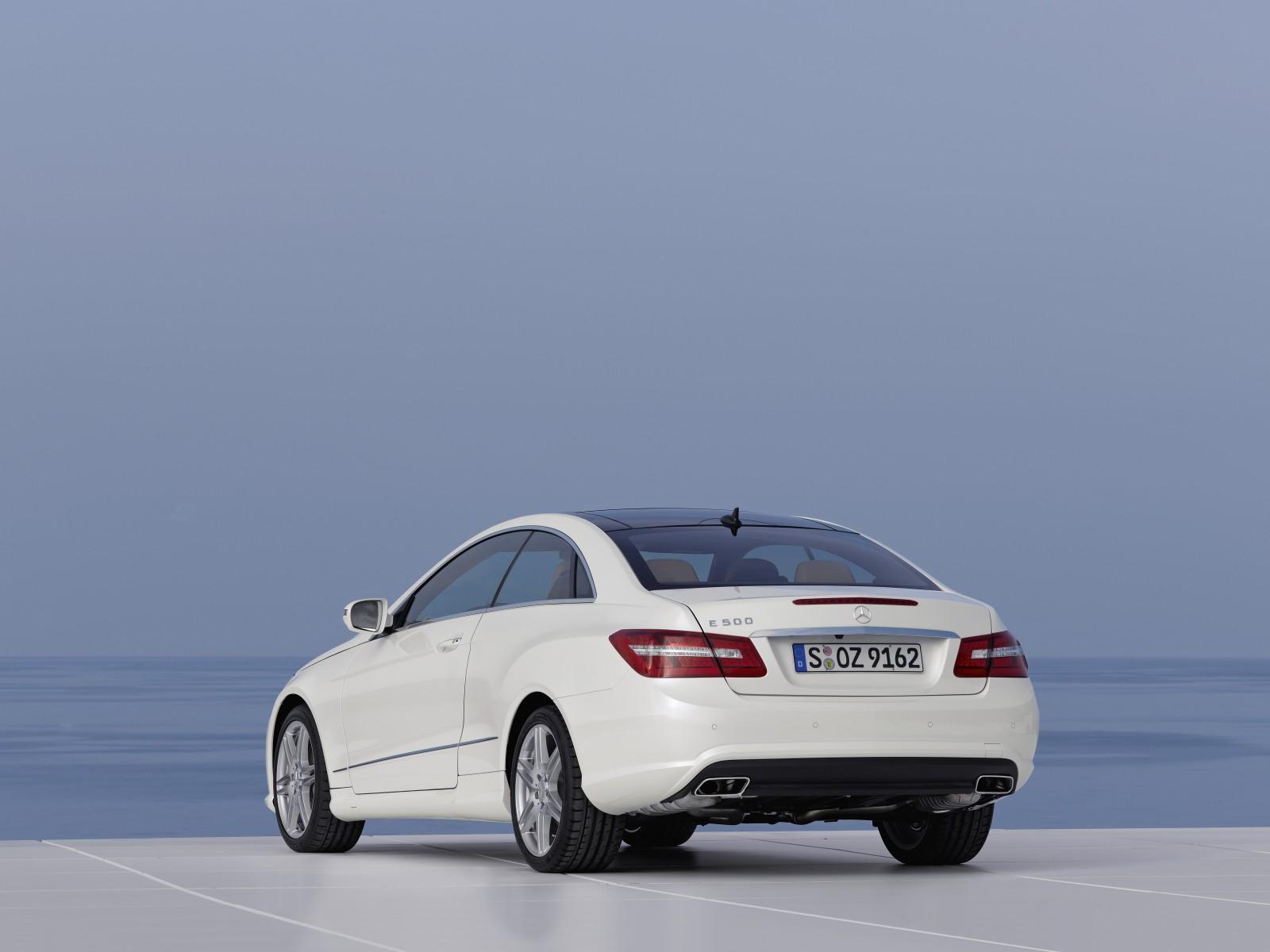 2009 Mercedes-Benz E 500 Coupe | Motor Desktop