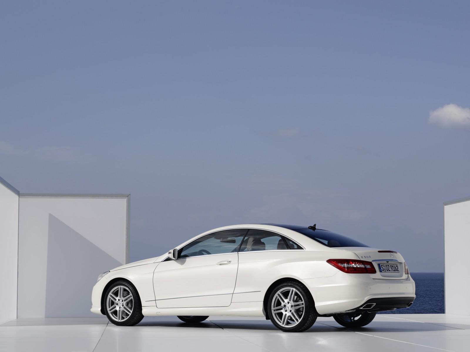 2009 mercedes benz e 500 coupe motor desktop for Mercedes benz 500 e