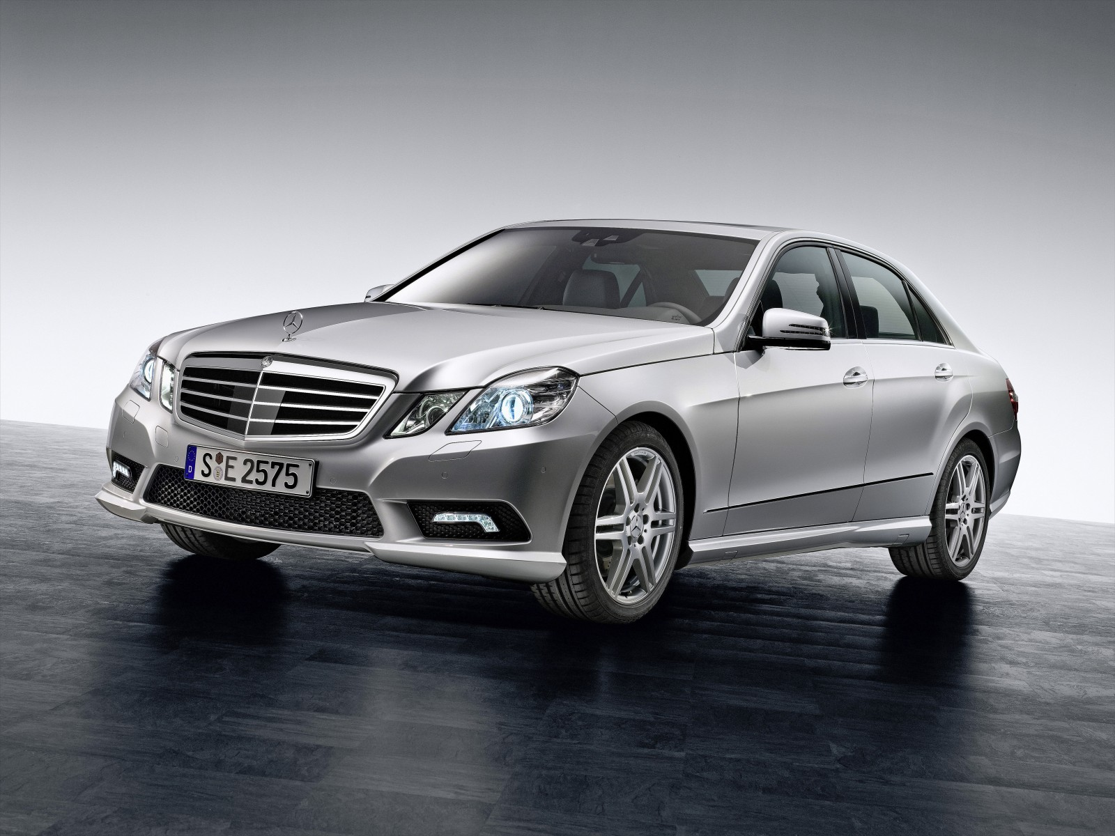 2009 mercedes benz e class motor desktop for Mercedes benz service promotional code