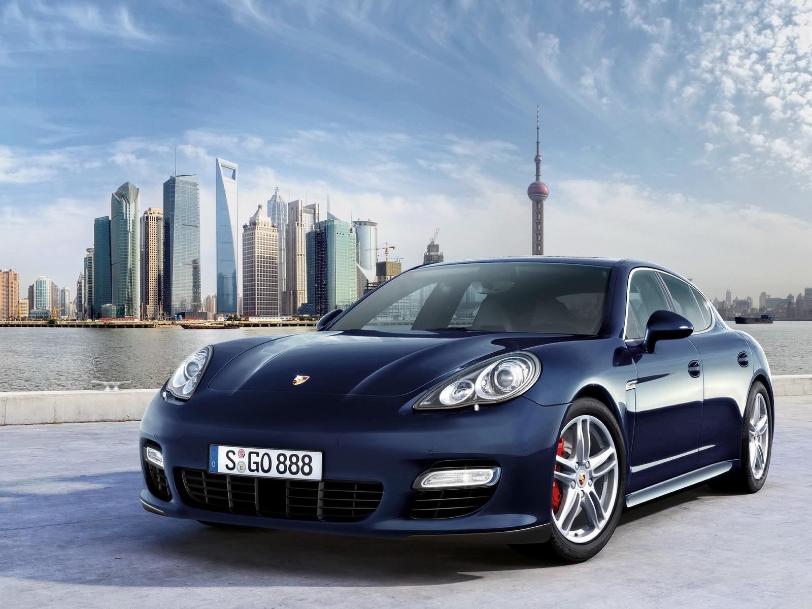 2010 Porsche Panamera Turbo | Motor Desktop