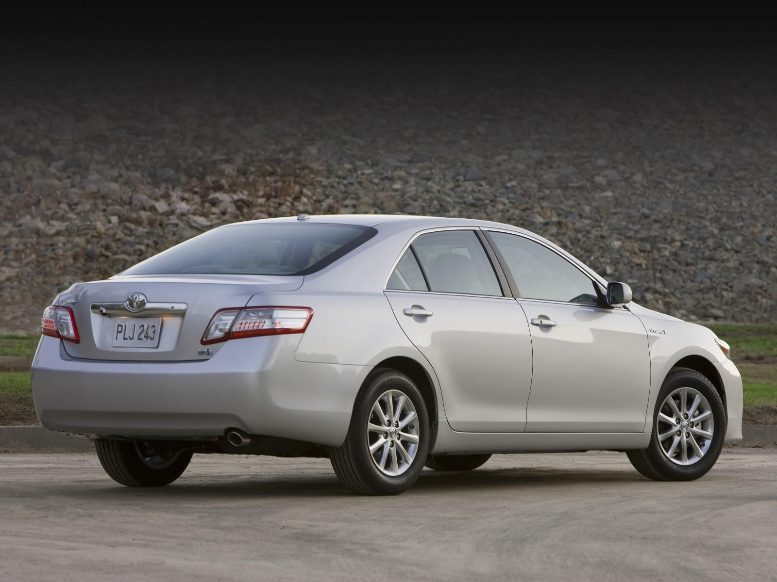 2010 Toyota Camry Hybrid | Motor Desktop